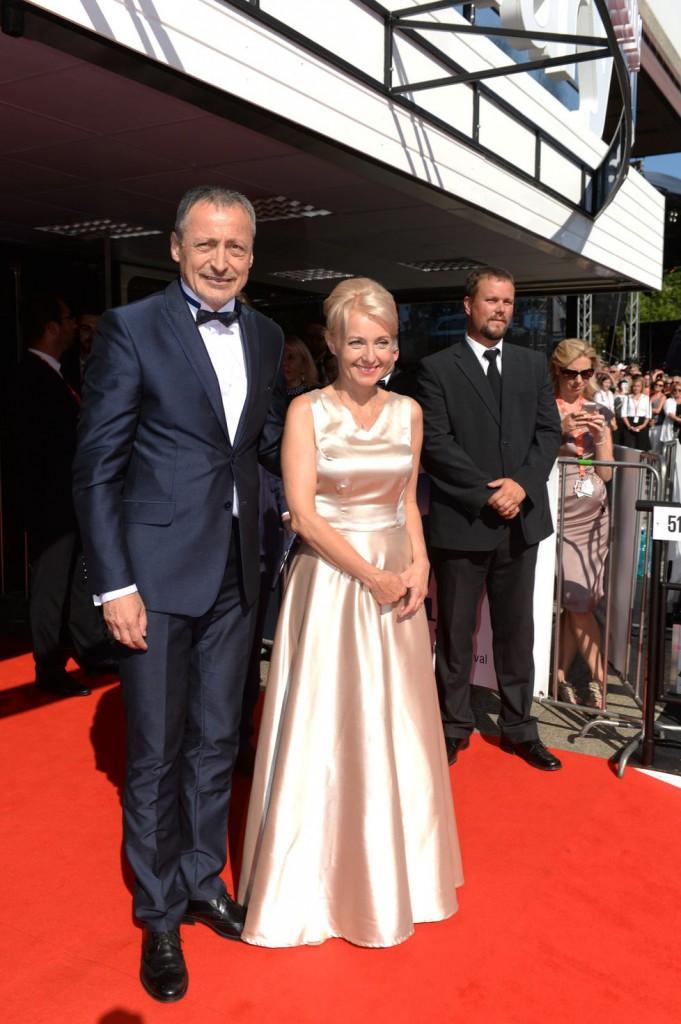 Ministr obrany Martin Stropnický s manželkou herečkou Veronikou Žílkovou.