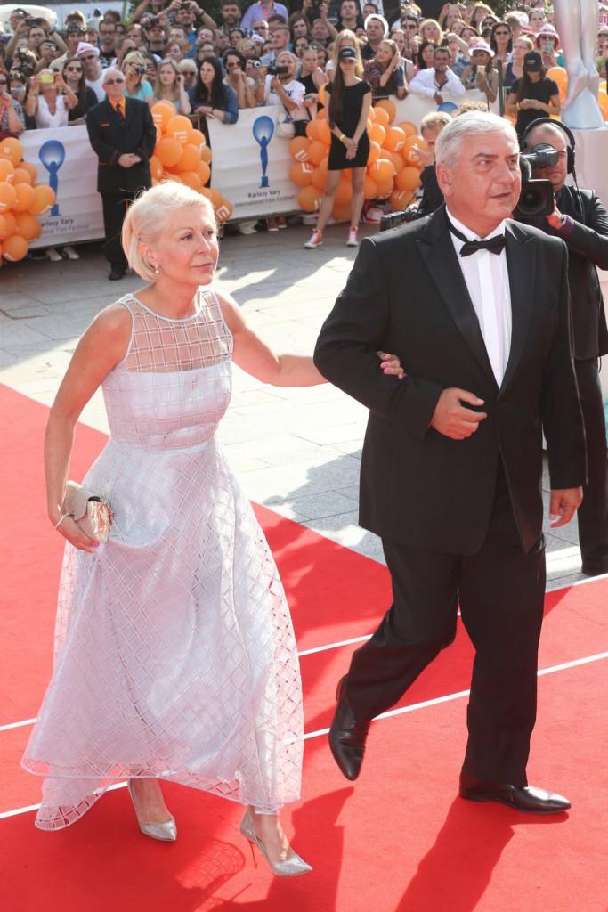 Herec Miroslav Donutil a se svojí manželkou.